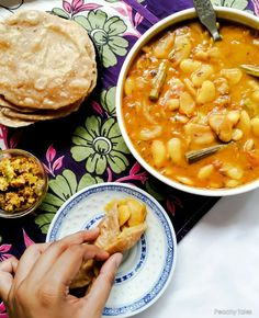 Creamy Rich Mauritian Butter Beans Curry with Drumsticks – Cari Gros Pois Masala Roti Bread, Mauritian Food, Beans Curry, Indian Food Recipes, Ethnic Recipes, Butter Beans, Vegetarian Lunch, Soul Food, Food And Drink