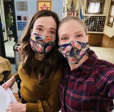 Tracy Spiridakos / Marina Squerciati Chicago Pd, Chicago Fire, Marina Squerciati, Tracy Spiridakos, Behind The Scenes, Jay