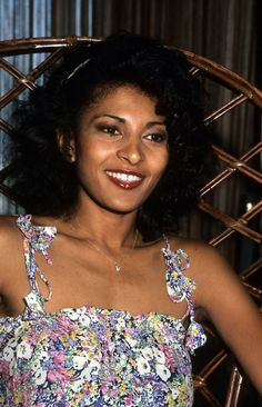 Pam Grier: 20 Photos of Beautiful Actress in the 1970s