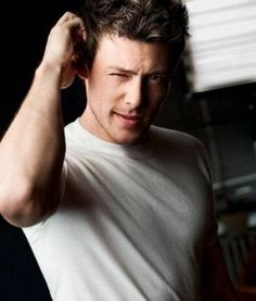 Cory Monteith (Finn from Glee) I dont love him but i do like him.It's so sad.i cryed after i found out he died. It's so sad.may gods angels take care of him. tooo soon too young. Cory Monteith, Andy Biersack, Robert Pattinson, Pretty People, Beautiful People, Perfect People, Amazing People, Beautiful Soul, We Heart It