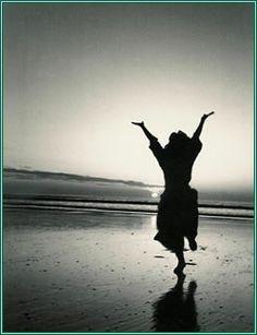 eiko-dai, performed in silhouette on a beach