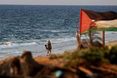 A seaside stroll... (Ada Hana)