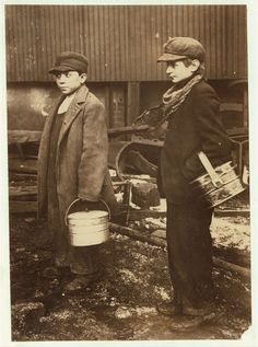 """Going to their work at 5 P. ""Sheeny Joe's"" Glass House, January, Boy to left is 15 years old, can't speak English. Library of Congress. Poor Children, Working With Children, Old Photos, Vintage Photos, Pittsburgh, Fotografia Social, Lewis Hine, Ellis Island, Beyond Words"