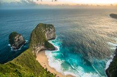 Bali kevésbé ismert kishúga, Nusa Penida, méltánytalanul kevés figyelmet kap az Istenek szigetére látogató turistáktól. Nem bánom ezt, hiszen a sziget emiatt tudta megőrizni mai napig tartó eredetiségét. Járatlan, motorbiciklit nem kímélő utak, lélegzetelállító tájak, ahol órákig lehetsz egyedül,…