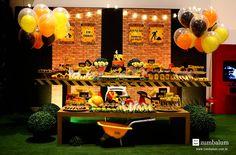 Decoração festa construção! Linda mesa tema construção com caminhão, trator, mineração e alegria! Aniversário do Rodrigo! mesa decorada construção