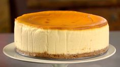 New York Style Cheesecake Recipe Martha Stewart. New York Style Cheesecake Recipe Video Martha Stewart. Home and Family Mini Desserts, Just Desserts, Delicious Desserts, Yummy Food, Fun Food, Cheesecake Recipes, Dessert Recipes, Recipes Dinner, Ricotta Cheesecake