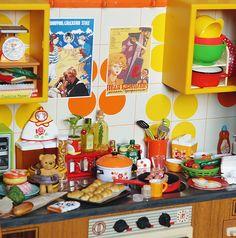 Mini Kitchen, Toy Kitchen, Vintage Kitchen, Miniature Crafts, Miniature Food, Miniature Dolls, Diy Dollhouse, Dollhouse Miniatures, Barbie Kitchen