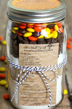 Fall Cookies in a Jar Gift - so cute, easy and inexpensive! { lilluna.com }