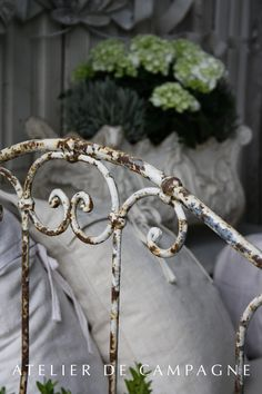 French Daybed detail