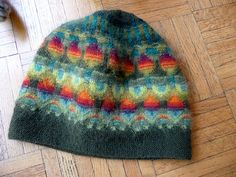 Wild apple hat - design from Poems of Color Fair Isle Knitting, Lace Knitting, Knitting Stitches, Knitting Machine Patterns, How To Purl Knit, Knit Picks, Knit Or Crochet, Fair Isles, Knitting Projects