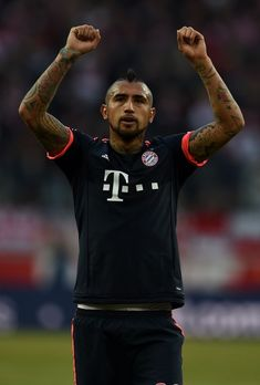 Bayern Munich's Chilean midfielder Arturo Vidal reacts after the German first division Bundesliga football match 1.FC Cologne vs Bayern Munich in Cologne, western Germany, on March 19, 2016. / AFP / PATRIK STOLLARZ / RESTRICTIONS: DURING MATCH TIME: DFL RULES TO LIMIT THE ONLINE USAGE TO 15 PICTURES PER MATCH AND FORBID IMAGE SEQUENCES TO SIMULATE VIDEO. == RESTRICTED TO EDITORIAL USE == FOR FURTHER QUERIES PLEASE CONTACT DFL DIRECTLY AT + 49 69 650050.