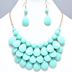 UnikLook Jewelry - Mint green Fiesta drop Necklace set, $15.00 (http://www.uniklook.com/mint-green-fiesta-drop-necklace-set/)