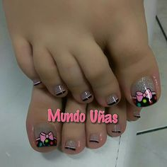 Uñas                                                                                                                                                                                 Más Toenail Polish Designs, Pedicure Designs, Pedicure Nail Art, Toe Nail Designs, Toe Nail Art, Pretty Toe Nails, Cute Toe Nails, Feet Nail Design, Finger
