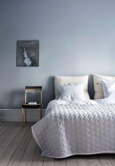 Blue Scandinavian bedroom with modern interior details. - Blue Scandinavian bedroom with modern interior details. - - Blue Scandinavian bedroom with modern interior details. Blue Bedroom, Trendy Bedroom, Bedroom Wall, Bedroom Decor, Bedroom Lighting, Scandinavian Bedroom, Scandinavian Interior Design, Nordic Design, Lavender Walls