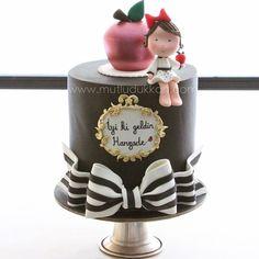 Apple of my eye 🍎 cake Fondant Cakes, Cupcake Cakes, Cupcakes, Christening Cake Girls, Apple Cake Pops, Girly Cakes, Sugar Cake, Just Cakes, Novelty Cakes