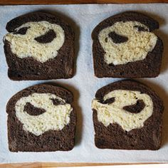 I had so much fun making Lightning McQueen Race Car bread, that I couldn't resist giving this bread art technique . Spooky Halloween, Halloween Treats, Happy Halloween, Bread Art, No Bake Treats, Inspiration For Kids, Food Festival, Baby Food Recipes, Food Art