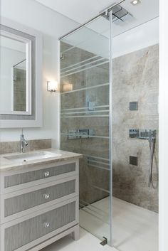Ensuite with bespoke glass screen from Herrington Gate