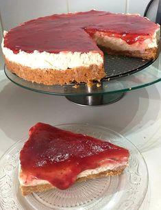 Τσιζ κέικ Φράουλα !!! ~ ΜΑΓΕΙΡΙΚΗ ΚΑΙ ΣΥΝΤΑΓΕΣ 2 Greek Desserts, Party Desserts, Arabic Food, Bon Appetit, Chocolate Cake, Sweet Recipes, Tiramisu, Cheesecake, Deserts