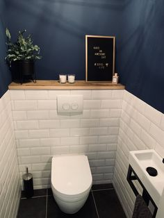 Playful toilet with Portuguese ceramic tiles. against the wall. Also gee …Play… Playful toilet with Portuguese ceramic tiles. against the wall. Also gee …Play… – Small Downstairs Toilet, Small Toilet Room, Downstairs Cloakroom, Serene Bathroom, Bathroom Design Small, Bathroom Interior Design, Master Bathroom, Small Bathrooms, Bad Inspiration