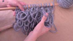 En este videotutorial te explicamos cómo tejer bucles o punto rulo con agujas para tejer y ovillos de lana. Visita nuestra web para comprar lana online. Tamb...