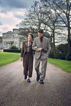 Claire Foy wears a Lanvin skirt suit and Church's brogues and Matt Smith wears Hornets suit/scarf … Jason Bell (photo) … Verity Parker (style) … Florrie White (make-up) … Vogue On The Crown And Our Fascination With The Royal Family, Vogue UK, July Movies And Tv Shows, Movies Showing, Crown Tv, The Crown Series, Crown Netflix, Little Dorrit, Save The Queen, Film Serie, Music Tv