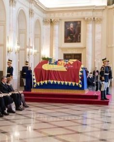 Familia Regală a României / Royal Family of Romania | Jurnal online al Casei Majestății Sale Regele Mihai I Momento Mori, Palace, Royalty, Photography, Houses, Queen Crown, Crowns, Shelf, Royals