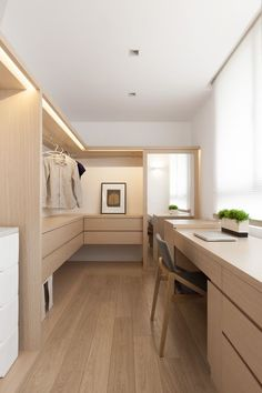 When you are thinking about redoing your home, one aspect that you should carefully consider redoing is the closet. The problem is you may not know the benefits of using the dream closets designs to Muji Haus, Home Interior Design, Interior Architecture, Dressing Room Closet, Dressing Rooms, Muji Style, Walk In Closet Design, Closet Designs, Luxury Closet