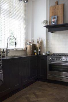 Zwarte keuken met ho