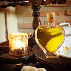 El aceite de oliva virgen también para la piel y el cabello. Cosmético natural. Virgin Olive Oil also to the skin and hair as a natural cosmetics.