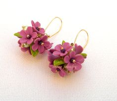 Γεια, βρήκα αυτή την καταπληκτική ανάρτηση στο Etsy στο https://www.etsy.com/listing/217592054/flower-dangle-earrings-violet-earrings