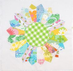 dresden quilt block using vintage sheets Dresden Plate Quilts, Star Quilts, Quilt Blocks, Quilting Projects, Sewing Projects, Quilting Ideas, Quilting Board, Cute Quilts, Quilt Labels