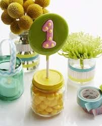Baby food jar crafts: Upcycle baby food jars into vases, votive holders, and favors for your child's first birthday. From Nafarrete Nafarrete Nery Williams Magazine in the March issue. Baby Food Jar Crafts, Baby Food Jars, Mason Jar Crafts, Food Baby, Baby Crafts, Birthday Fun, First Birthday Parties, Birthday Crafts, Birthday Ideas