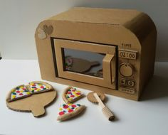 Four micro-ondes - DIY toys - Cardboard Sculpture, Cardboard Crafts, Paper Crafts, Cardboard Playhouse, Cardboard Furniture, Diy Arts And Crafts, Fun Crafts, Cardboard Kitchen, Diy For Kids