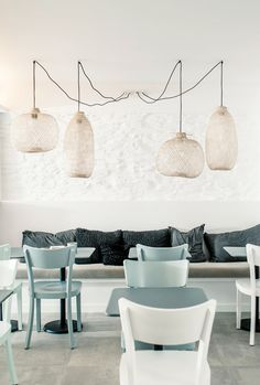 Hotel with elegant and minimalist design, whose interior is entirely in white, with small accents in pastel colors green, gray and wood. Tramuntana hotel is a Design Hotel, Cafe Design, House Design, Design Design, Design Ideas, Rue Verte, Deco Restaurant, Turbulence Deco, Wallpaper Magazine