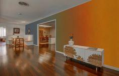 peinture ombré verticale en orange, rouge, vert et bleu dans le salon