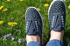 DIY: polka-dot sneakers. Going to do this with my new Toms.