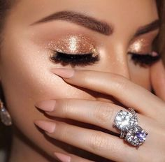 Glitter makeup, eye shadow glitter, gold glitter eyeshadow, glitter tip nails, rose Glitter Makeup, Prom Makeup, Wedding Makeup, Gold Eye Makeup, Gold Makeup Looks, Make Up Gold, Eye Make Up, Make Up Looks, Makeup Inspo