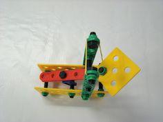Mini catapulta de elástico criada para explorar guerras medievais em aula de história. Nerf, Diy, History Class, Catapult, Exploring, Bricolage, Do It Yourself, Homemade, Diys
