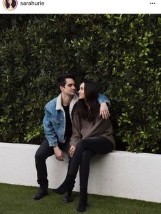 I want a man who looks at me the same way Beebo looks at Sarah! Brendon Urie, Emo Bands, Music Bands, Hair Bands, Indie, Rock & Pop, The Wombats, Dallon Weekes, Panic! At The Disco