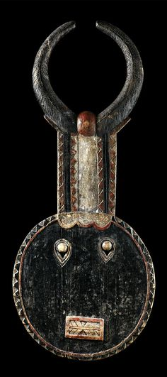 Africa ~ 'Goli' mask from the Baule people of the Ivory Coast ~ Wood and pigment Arte Tribal, Tribal Art, African Masks, African Art, African Sculptures, Art Premier, Masks Art, Indigenous Art, Ocean Art