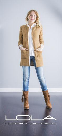 Quieres verte bien, te mereces verte bien. Tu cardigan de punto en marrón claro.  Pincha este enlace para comprar tu chaqueta en nuestra tienda on line:  http://lolamodaycalzado.es/otono-invierno-2016/875-chaqueta-cardigan-byoung.html