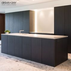 Contemporary style kitchen designs are among the methods to go. You do not require a complicated kitchen so it will be stick out, just some unique designs that can make your kitchen area the envy of the neighbors. Kitchen Furniture, Kitchen Interior, Küchen Design, House Design, Contemporary Kitchen Design, Minimalist Kitchen, Beautiful Kitchens, Home Kitchens, Cooking