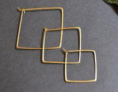 3 tailles disponibles boucles d oreilles les modernes créoles carrées .    Presentoir, boîtes 7690b1150a2
