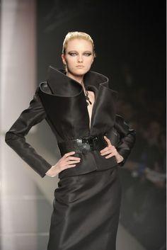 Sculptural Tailoring - three-dimensional jacket collar detail; structured fashion // Vlada Roslyakova