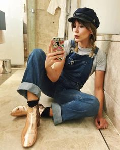 baker boy hat and overalls Outfits With Hats, Casual Outfits, Mode Outfits, Sneaker Trend, Estilo Blogger, Look Boho, Baker Boy, Looks Vintage, Mode Inspiration