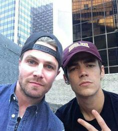 stephen amell and grant gustin Concessão Gustin, Series Dc, Netflix Series, Susanna Thompson, Tommy Merlyn, Arrow Cast, Arrow Tv, Stephen Amell Arrow, The Flash Grant Gustin