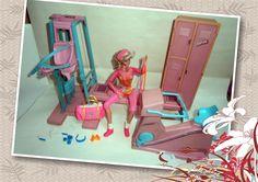 Barbie Workout Gym Center play set 1984 Argentina play set incluye: armario con 3 lockers, espejo con barra de danzas, bicicleta fija,aparatos de musculacion para piernas brazos abdominales 2 mancuernas,1 soga ,1 pesas para pies etc + accesorios gimnacia,danza,musculacion , deportes etc ( tenis, 10 mancuernas,bowling , esqui , bicicleta , etc) + ropa de danza, gimnacia deportiva y artistica entrenamiento etc