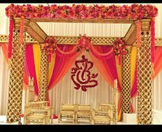 florida indian wedding decor for a south indian hindu wedding in the summer mandap design and Indian Wedding Stage, Wedding Stage Backdrop, Wedding Mandap, Wedding Receptions, Wedding Lehnga, Wedding Ceremony, Desi Wedding Decor, Wedding Hall Decorations, Marriage Decoration