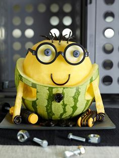 I know loads of you love the minions.Minion Watermelon How-To Watermelon Art, Watermelon Carving, Watermelon Recipes, Carved Watermelon, Watermelon Healthy, Watermelon Designs, Veggie Art, Fruit And Vegetable Carving, Bonbon Fruit