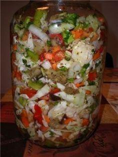 """Азербайджанский салат """"Хeфтябечяр"""" 1/2 коч. капусты, 3 морковки, 2 лучка, 6 зубков чеснока, 2 перчика любого цвета, 1 острый перчик, (если не любите острое, то исключите) 1 баклажан сначала отварить в подсоленной воде минут 10 и поставить под пресс на несколько минут, а затем нарезать крупно 2 огурчика, 3 помидора, петрушка или кинза, около 2 ст. л. соли (я добавляю на глаз) перец горошком, гвоздика, свежая или сушённая мята, лавровый лист по вкусу Canning Recipes, Spicy Recipes, Raw Food Recipes, Drink Recipes, Top Salad Recipe, Queens Food, Best Probiotic, Homemade Pickles, Vegetable Drinks"""